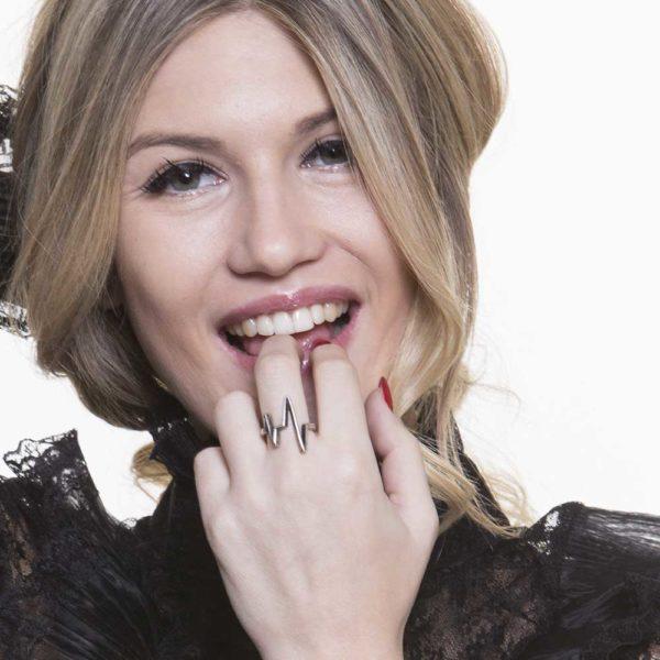Anello Battito Argento Made in Italy Clamor Glamour Linea Glamour indossato donna