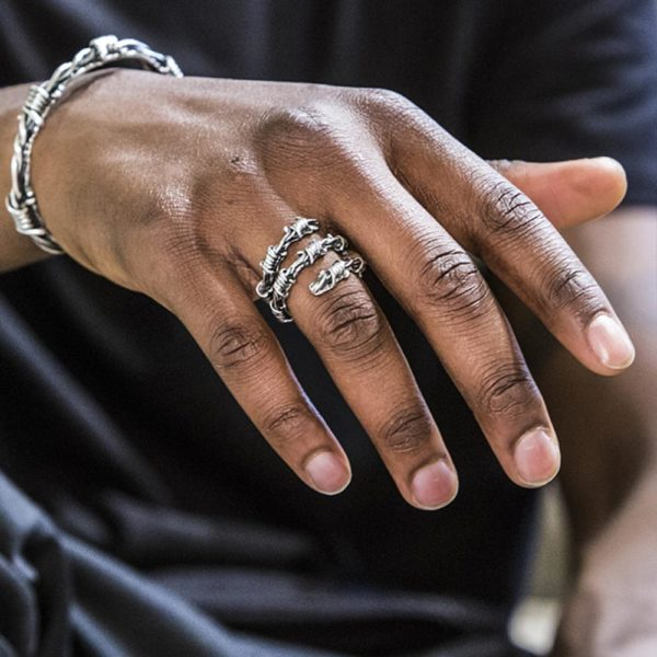 Anello Spinato Argento Made in Italy Clamor Glamour Linea Clamor indossato uomo