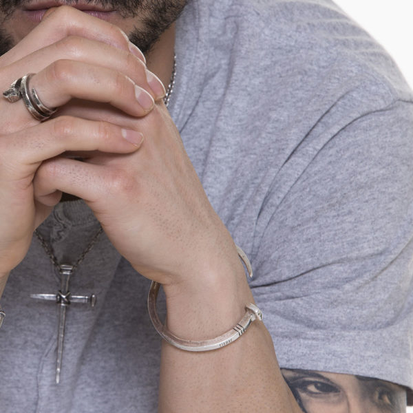 Bracciale Chiodo Argento Made in Italy Clamor Glamour Linea Clamor indossato uomo