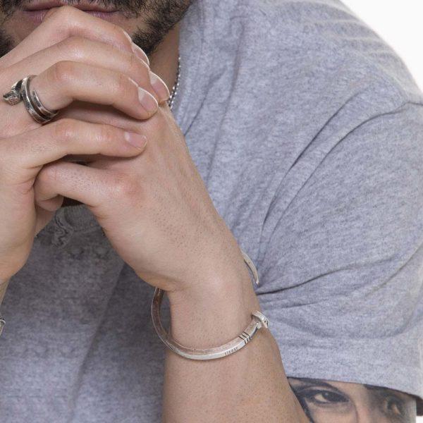 Combinazione Chiodo Argento Made in Italy Clamor Glamour Linea Clamor indossato uomo